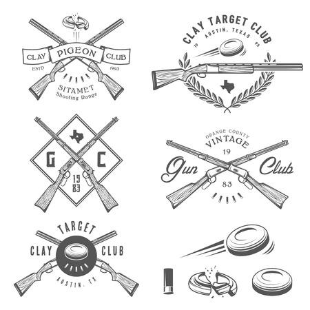 pistolas: Conjunto de destino de arcilla de la vendimia y del club del arma etiquetas, emblemas y elementos de diseño