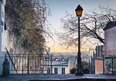 montmartre: Vieux r�verb�re sur le dessus de la butte Montmartre � Paris, France Banque d'images