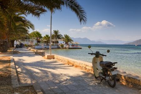 Motorino parcheggiato a Aegina, Grecia