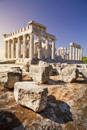 temple grec: Temple grec sur l'�le d'Egine