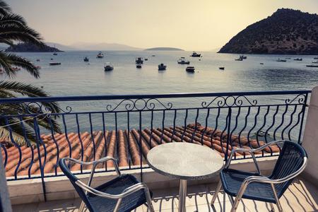 Terrazza dell'hotel con vista mare a Tolo, Grecia Archivio Fotografico