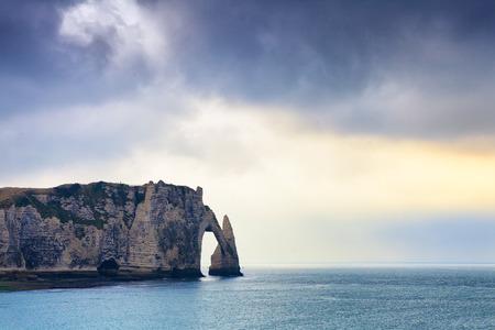Scogliera di Etretat in Normandia, Francia