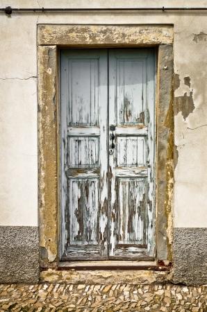 오래 된 문이 시간으로 망가 졌어. 스톡 콘텐츠