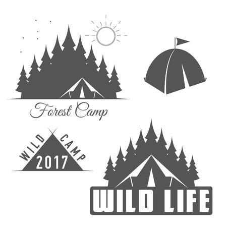 Wild Life - Forest Camp - Scout Club Vector Emblema en estilo blanco y negro.