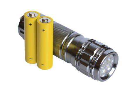 taschenlampe: Taschenlampe und Batterien auf wei�em Grund.