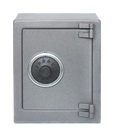 caja fuerte: La caja fuerte de metal sobre un fondo blanco.