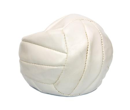 balon voleibol: Deflactado voleibol pelota aislados sobre fondo blanco. Foto de archivo