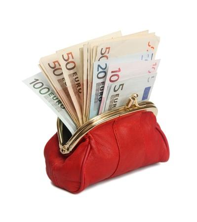 banconote euro: Completo portafoglio rosso su uno sfondo bianco.