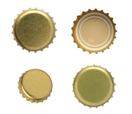 gorro: Conjunto de tapas de cerveza en un fondo blanco.