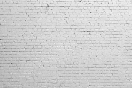 Achtergrond. Bakstenen muur beschilderd met witte verf.