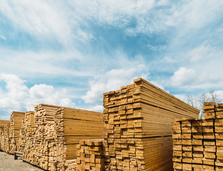 open-air market in the city of lumber . a lot of different construction materials from wood. 스톡 콘텐츠