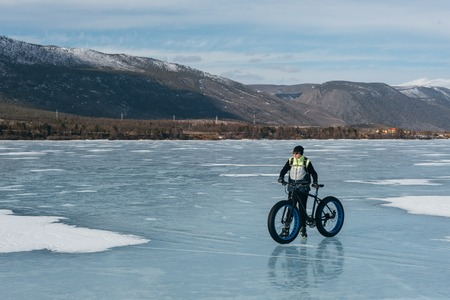 winter tires: Fatbike. Fat tire bike.