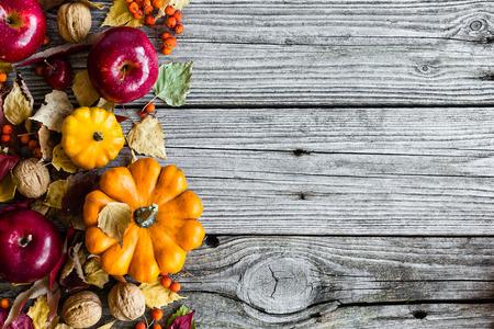 wooden desk: Herfst achtergrond