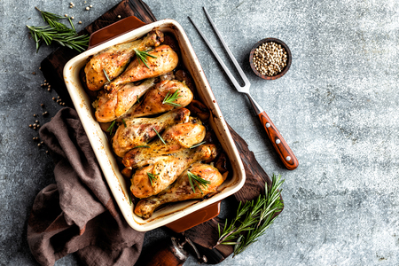 Baked chicken drumsticks in the oven Stockfoto