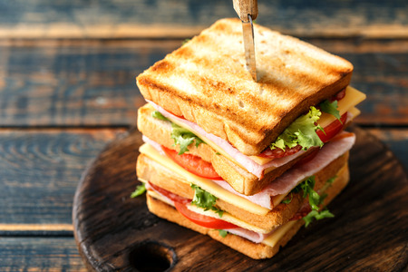 sandwiches with grilled toast ham salami cheese tomatoes and lettuce Banque d'images - 113696974