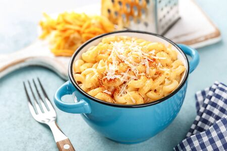 traditional american dish macaroni pasta and a cheese sauce Banco de Imagens