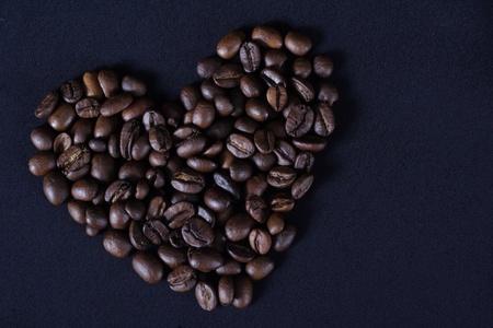 grains of coffee: Coraz�n de granos de caf�