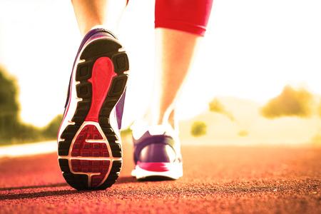 확대를 실행 스포츠 신발