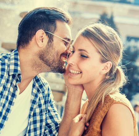 couple, Enthousiaste amuser en vacances d'été. Banque d'images - 71296878