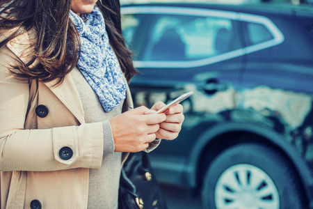 Call the car insurance from your mobile phone. Stockfoto