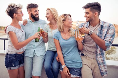 Group of friends having party on the roof.Summer vacation, holidays, travel and people concept. Banque d'images - 129978341