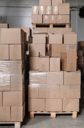 delivery room: A lot of brown cardboard boxes at the storehouse