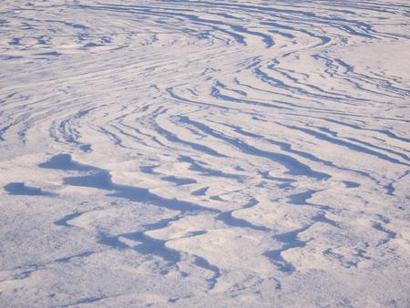 Wind wavy lines on snow texture for background on sunset Reklamní fotografie