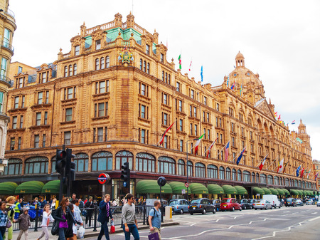harrods: London, United Kingdom - May 21, 2009 : Front view of Harrods Building and the street full of people and cars  Editorial