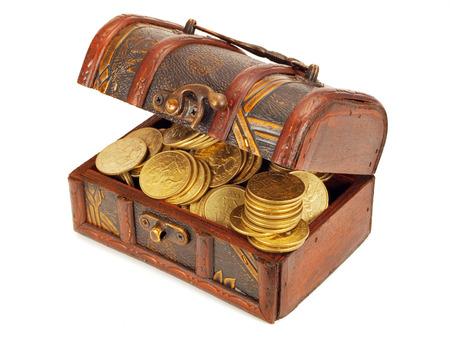 cofre del tesoro: Cofres del tesoro con monedas de oro Foto de archivo