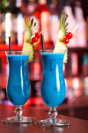 blue hawaiian drink: cocktail