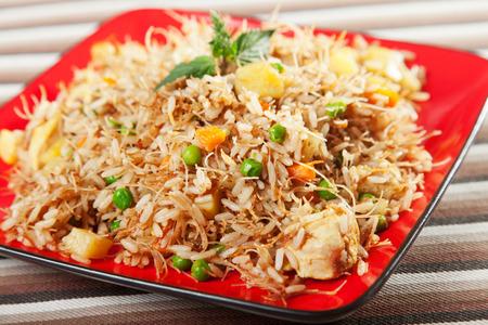 alimentos y bebidas: Pollo Biryani, t�pica receta de comida india, cocinado