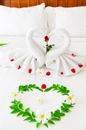 heart suite: Towel swan heart on the bed - special honeymoon hotel decoration