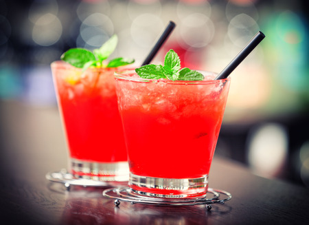 tomando alcohol: C�ctel Mai Tai