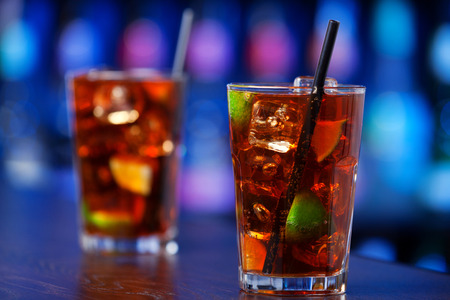cocktail: Cuba libre is a famouse cuban cocktail. It is made of:  2 oz light rum juice of 12 limes Cola Stock Photo