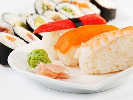 maki sushi: Nigiri and maki sushi
