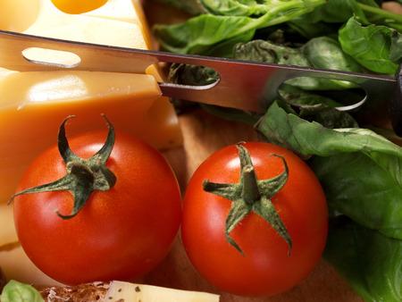 fullframe: Tomatos and cheese