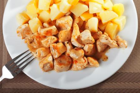 potatos: Fried chicken with boiled potatos