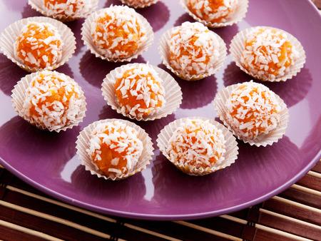 carrot: Dulces hechos en casa de la zanahoria con el az�car y las nueces