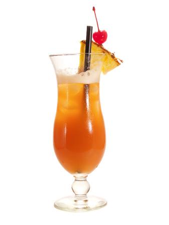 Jamaican Sunset Cocktail isoliert auf weißem Hintergrund