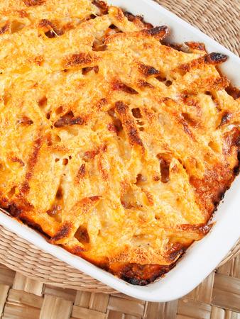 macarrones: Macarrones al horno y queso Foto de archivo