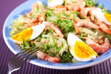 portion: Mediterranean salad with shrimps and eggs, one portion