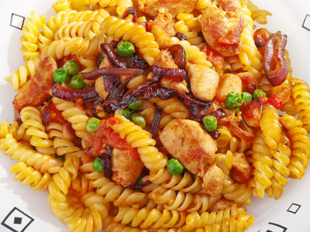 fusilli: Fusilli with peas and chicken, close up Stock Photo