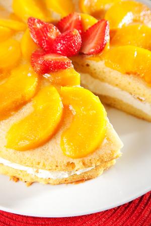 vanilla cake: Vanilla cake with peaches