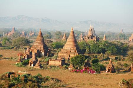 bagan: Ancient pagodas in Bagan