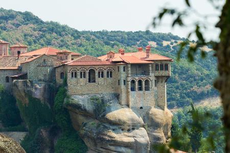 monasteri: Meteora Clifftop Monasteri in Grecia, uno dei più importanti complessi di monasteri ortodossi orientali. E 'vicino al piccolo paese di Kalambaka.