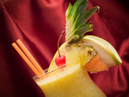oz: Ingredients: 2 oz rum 5 oz pineapple juice (blended) 1 tbsp cockonut cream + 1tbsp brown sugar (grated and dissolved in water)