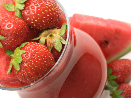 caster: Ingredients:  8-9 strawberries 200g watermelon  1 tbsp caster sugar (optional) ice cubes Stock Photo