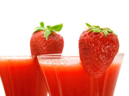 oz: Ingredients:  12 oz strawberry schnapps 1 oz light rum 1 oz lime juice 1 tsp powdered sugar 1 oz strawberries