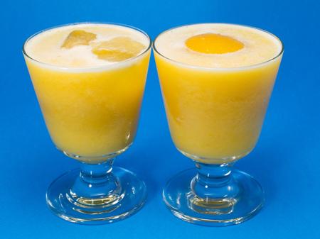 oz: Ingredients:  400g (13 oz) can peaches in natural juice 150g (5 oz) peach or apricot yogurt 200ml (7 oz) orange juice Stock Photo