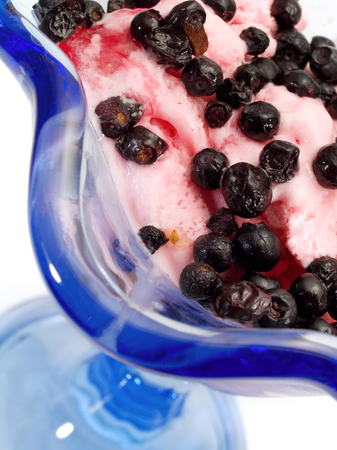 strawberry ice cream: Strawberry Ice Cream With Blueberries